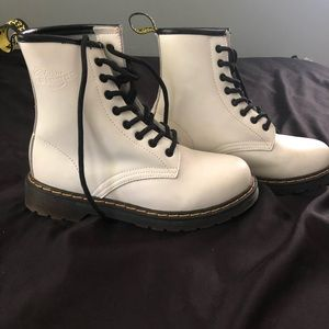 ALL WHITE DOC MARTENS
